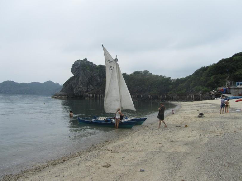 Đến Đảo Khỉ bằng thuyền buồm